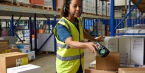 Logistique e-commerce opératrice préparation de commandes
